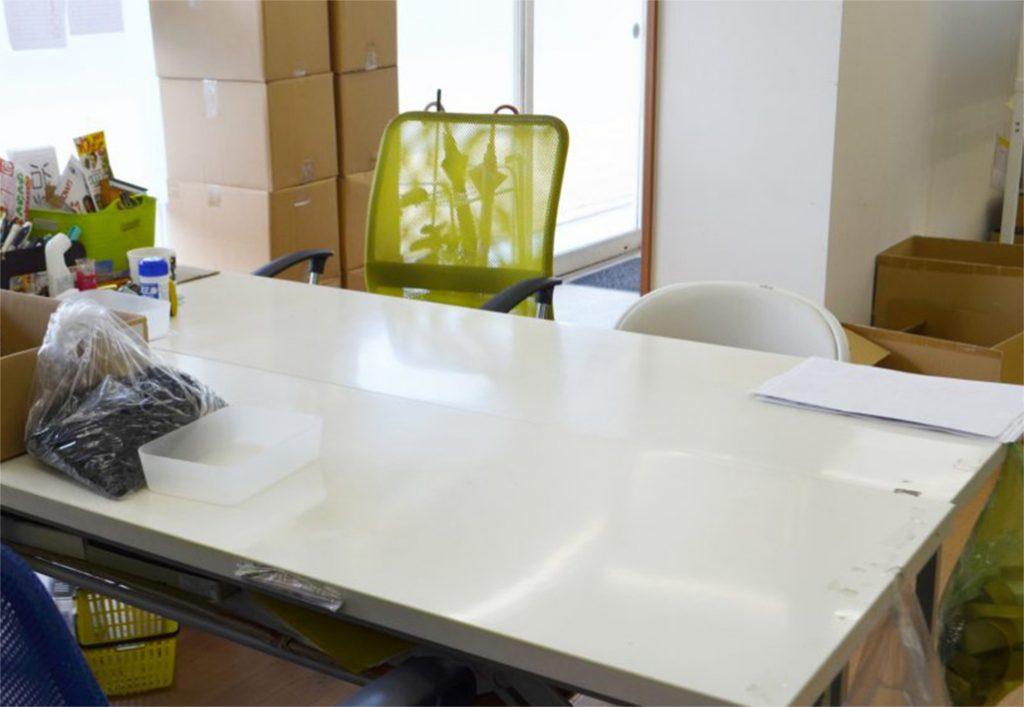 軽作業の机の写真